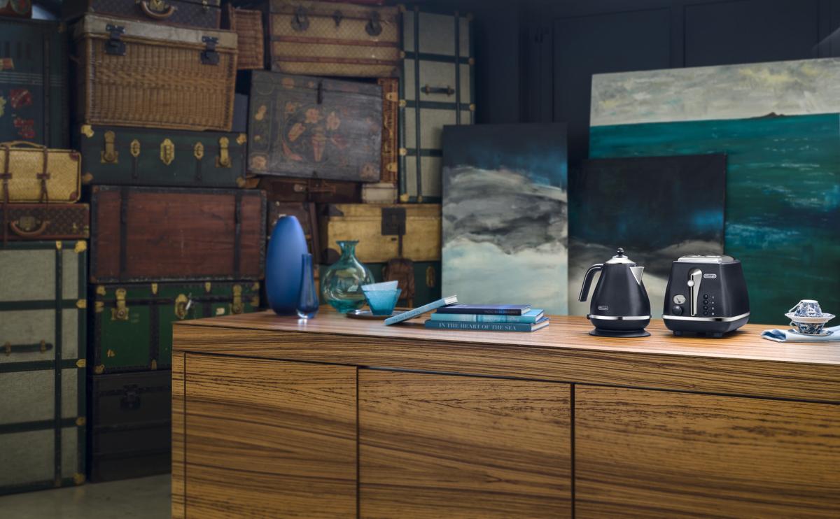 ©Varianti per DeLonghi Icona Elements: ambientazione e scatti per la collezione Blue ispirata all'elemento Acqua.