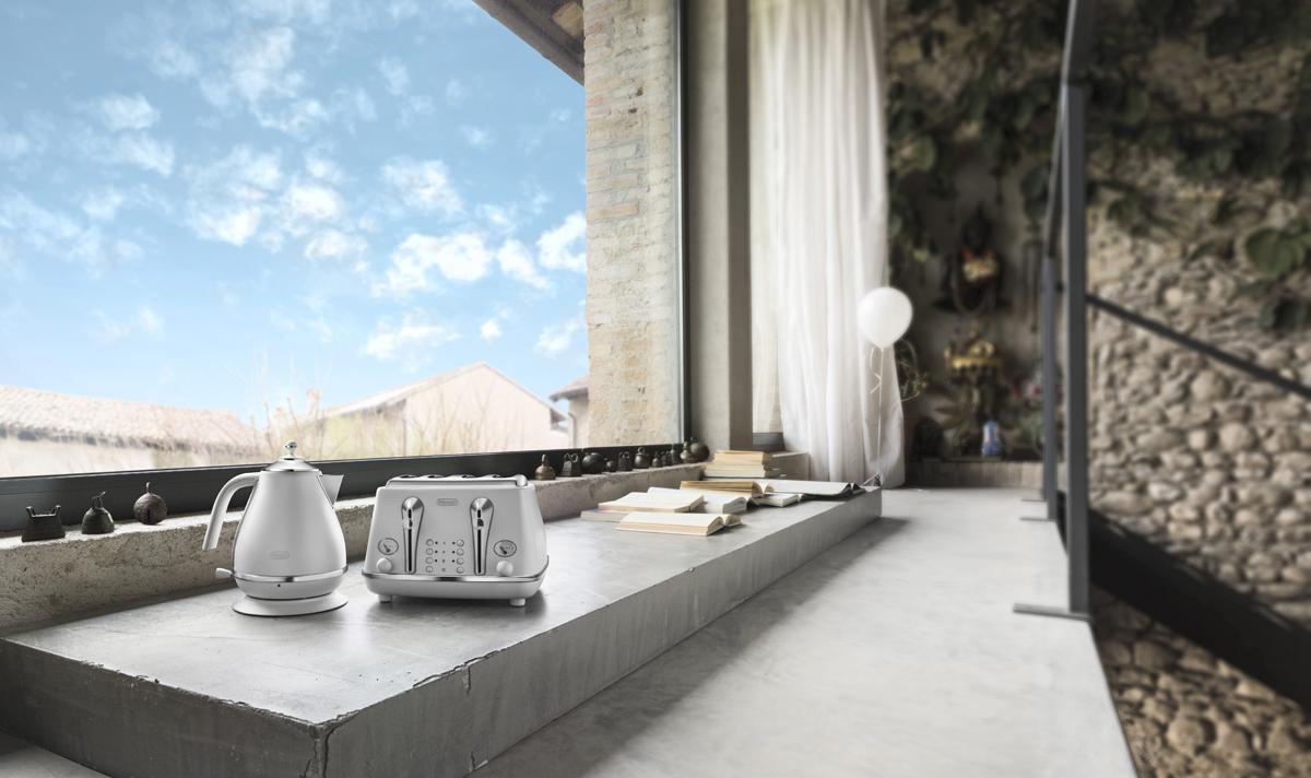 ©Varianti per DeLonghi Icona Elements: ambientazione e scatti per la collezione White ispirata all'elemento Aria.